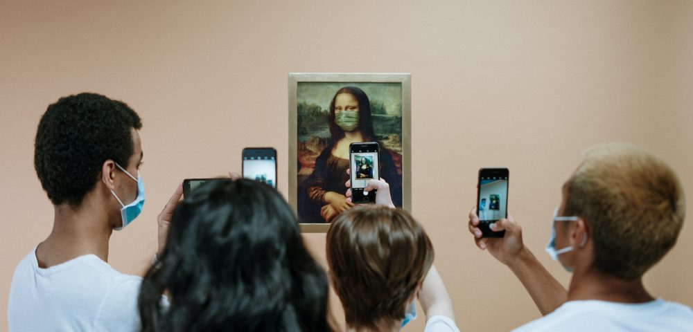 Mona Lisa with covid mask